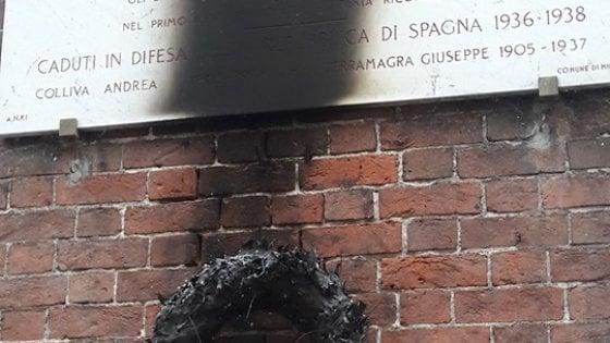 Milano, sfregiata un'altra lapide in memoria dei partigiani: quinto episodio in un mese