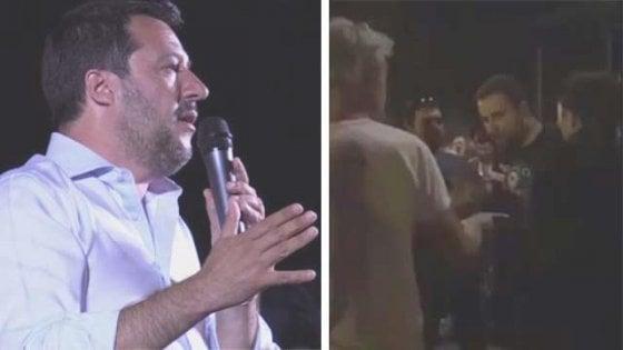 Salvini a Cremona, aggredito 25enne con la sciarpa 'ama il prossimo tuo'. E il ministro dal palco lo irride