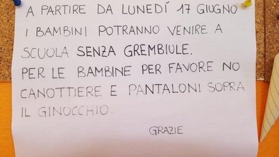 """In un asilo del Varesotto il cartello con il dress code per le bambine: """"Niente canotte e shorts"""""""