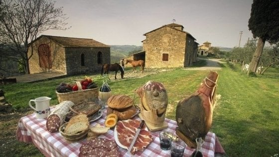 Negli agriturismi della Lombardia solo pesce e vini della regione: la norma 'autarchica' voluta dalla Lega