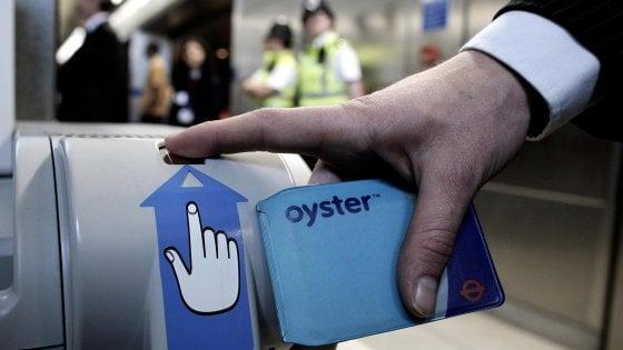Milano come Londra: arriva la oyster card per viaggiare sui mezzi pubblici