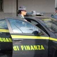 Como, ricevevano l'indennità di disoccupazione ma lavoravano in Svizzera: denunciati