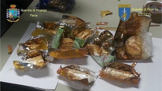 Il carico di cocaina era nello zaino di una bambina. Blitz della finanza, 12 arresti