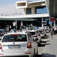 Milano, via libera alle nuove tariffe dei taxi: i viaggi da Malpensa costeranno