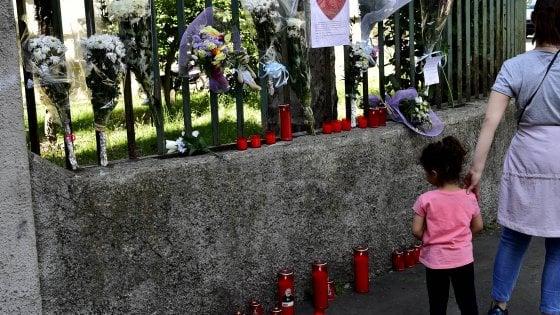 Milano, bambino di due anni ucciso dal padre: si valuta la posizione della madre