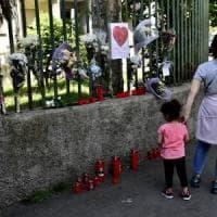 Milano, bambino di due anni ucciso dal padre: si valuta la posizione della