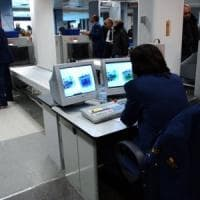 Milano, aveva 103 ovuli di cocaina nell'intestino: arrestato a Linate