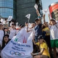 Milano vince le Olimpiadi: festa e commozione in piazza Gae Aulenti
