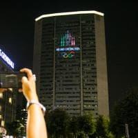 Dai palazzi illuminati agli annunci sul metrò, così Milano fa festa per le Olimpiadi