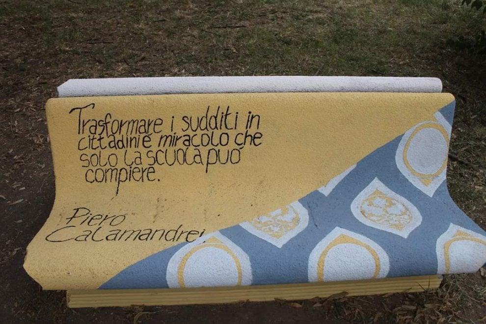 Poesie per abbellire le panchine: l'idea degli studenti del liceo nel Milanese