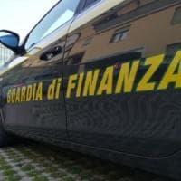 Milano, fatture false per 18 milioni: sequestrati immobili di lusso, Porsche