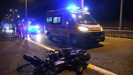 Tangenziale Nord, con un Suv travolge e uccide due motociclisti