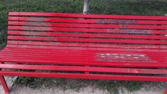 Milano, vandalizzata la panchina in memoria delle donne deportate a Ravensbruck