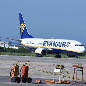 """""""Vuoi sposarmi?"""": la proposta di matrimonio alla hostess sul volo Bergamo-Palermo"""