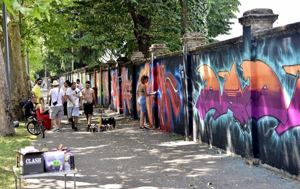 Milano, all'Ippodromo un mega murale dedicato a Leonardo disegnato da 500 writer
