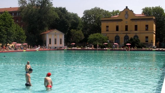 Milano, in piscina fino al tramonto: la Romano di Città Studi diventa 'sunset pool'
