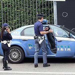 Milano, sequestrate 11 persone durante una rapina in banca