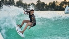 Sulla cresta dell'onda: all'Idroscalo i surfisti nella prima wave pool