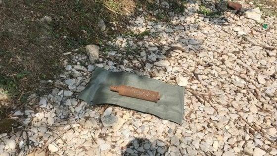 Una bomba inglese della Prima Guerra mondiale trovata da un passante vicino al lago di Garda