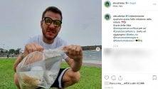 Cattelan raccoglie i rifiuti  su Instagram la sfida  per salvare il pianteta