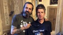 Noel Gallagher tifoso d'eccezione del Brescia grazie a Omar Pedrini