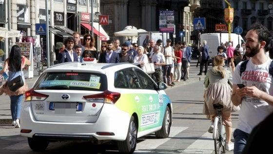 Taxi, stangata sulle corse per gli aeroporti: 120 euro tra Milano e Orio al Serio