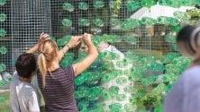Da 19mila bottiglie  di plastica nasce in piazza un'opera d'arte