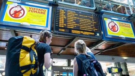 Sciopero Trenord in corso, fermi due treni su tre. Bus sostitutivi per i vacanzieri diretti a Malpensa