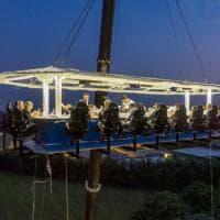 In Franciacorta si cena sospesi sui vigneti: il tavolo è a 50 metri d'altezza