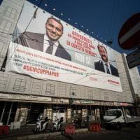 Milano: campagna per le adozioni a distanza con la foto della 'coppia' Salvini-Di Maio