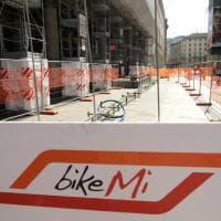Bikemi raddoppia in piazza Duomo a Milano: nuovi stalli per le bici grazie ai fondi europei