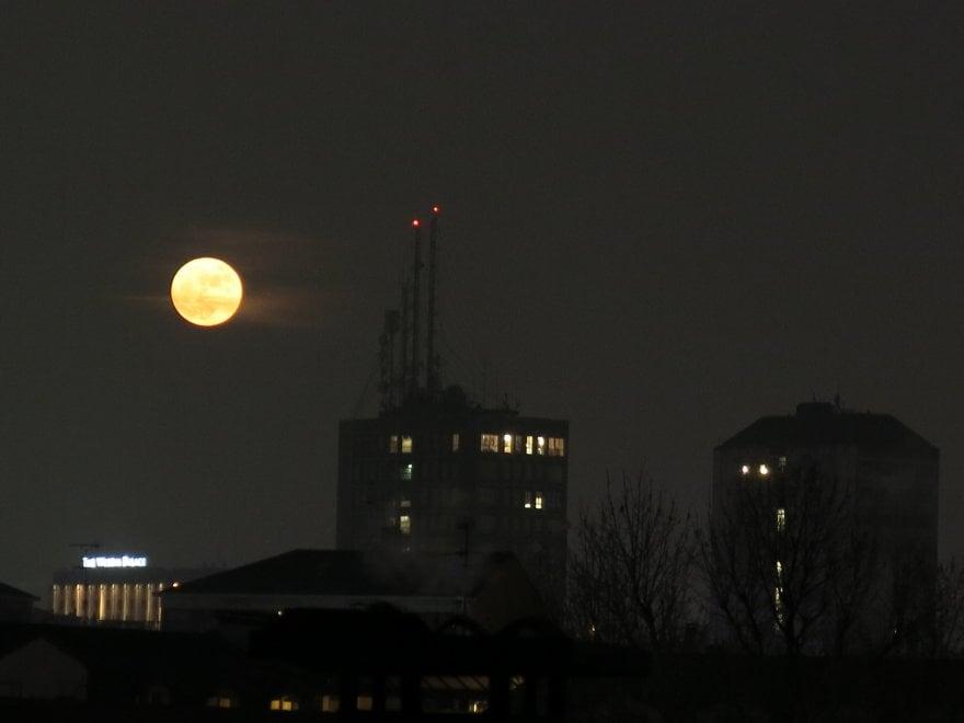 Voi stregati dalla Luna, inviate le foto più belle