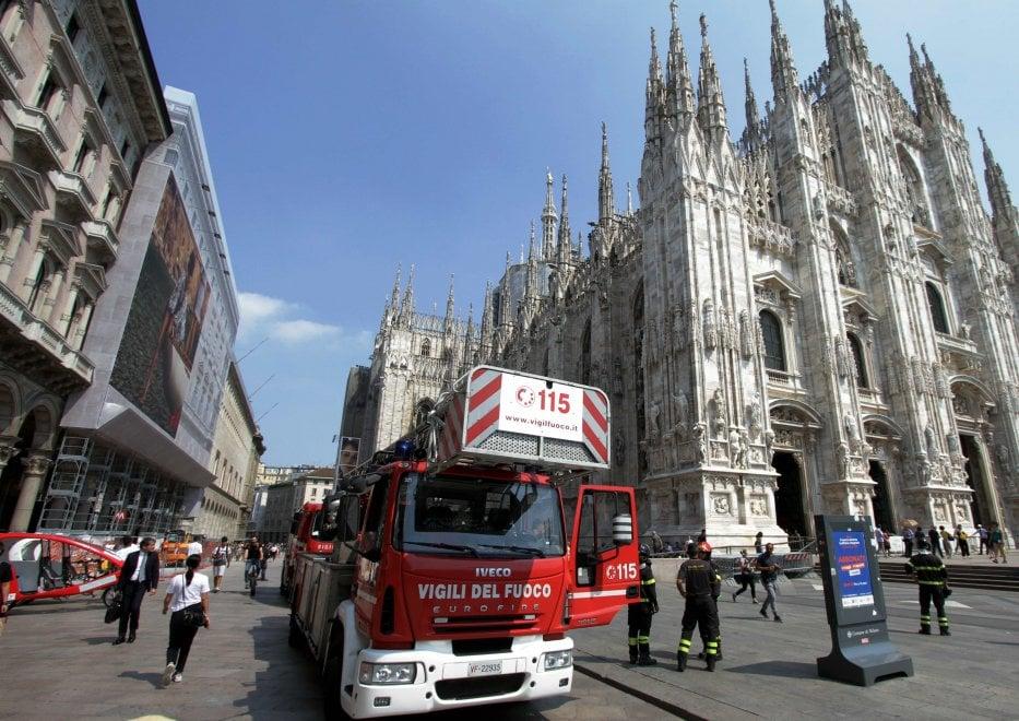 Milano, malore per una turista sulle terrazze del Duomo: l'intervento dei vigili del fuoco
