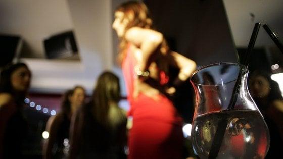 Mantova, documenti falsi per far bere gli amici minorenni in discoteca: due denunciati