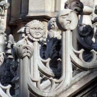 Tracce di Luna a Milano: la sua immagine fa capolino tra guglie, murales e capitelli