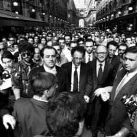 Morte di Borrelli: la foto simbolo con il pool di Mani Pulite in Galleria a Milano