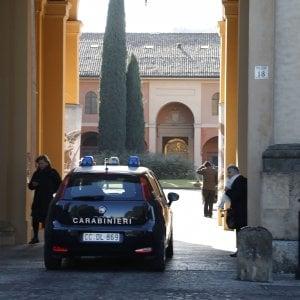 Brescia, carabiniere travolto e ferito mentre aiuta una donna con l'auto in panne