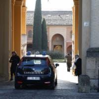 Brescia, carabiniere travolto e ferito mentre aiuta una donna con l'auto
