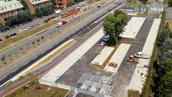 Milano, il nuovo parking di interscambio di Abbiategrasso: posti per auto e moto e una velostazione