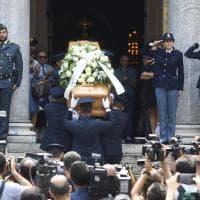 I magistrati con la toga per il picchetto d'onore: l'ultimo saluto a Francesco Saverio Borrelli a Milano
