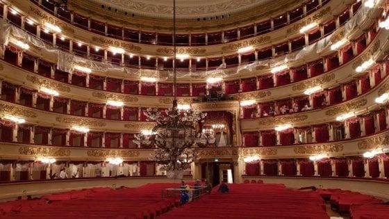 Le grandi pulizie nel Teatro alla Scala: venti giorni per far brillare il lampadario da 383 lampadine