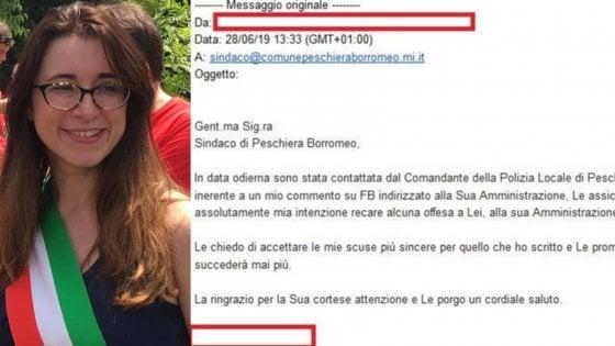 """Critica su Facebook il Comune per le buche e viene convocata dai vigili: """"Si scusi con la sindaca"""""""