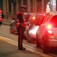 Varese, ruba furgone e trascina la proprietaria sull'asfalto: arrestato