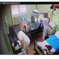 Umiliazioni, botte e minacce di morte agli anziani nella casa di riposo: 5 denunciati a Besana Brianza