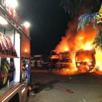 Molotov contro ditta di autotrasporti nel Lecchese: l'incendio distrugge i camion