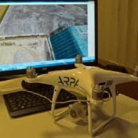 Pavia, il drone scopre la discarica abusiva: sequestrata un'area verde piena di materiale edile abbandonato