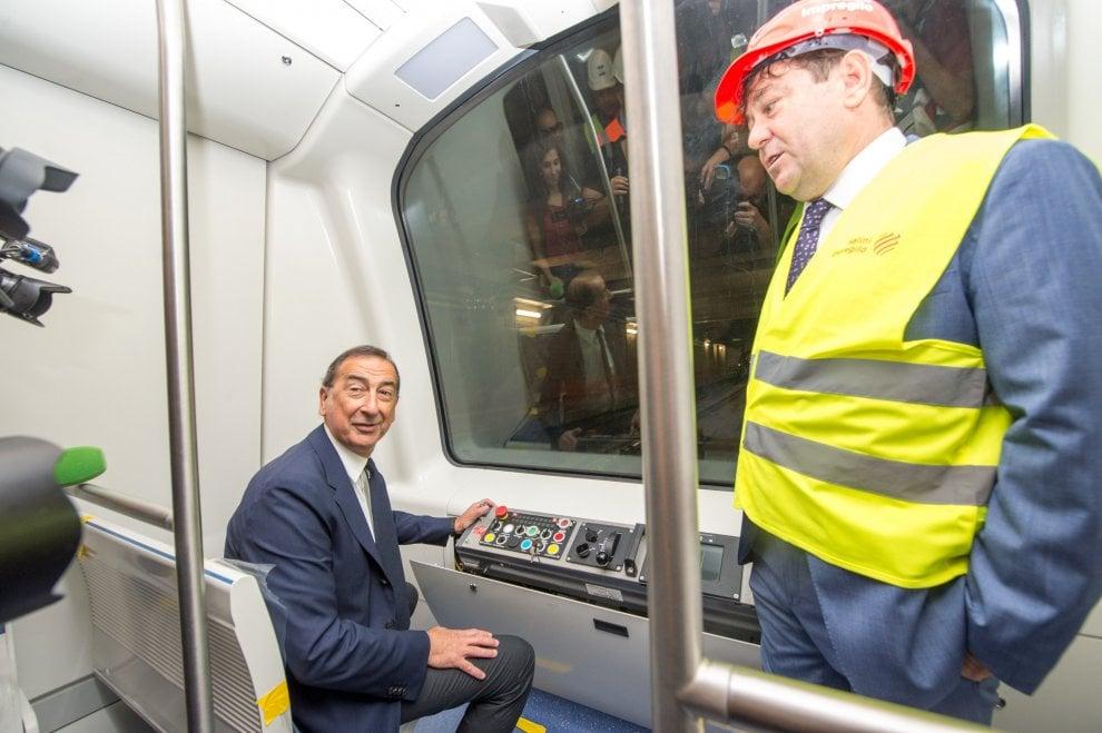 Milano, iniziano i test sul primo treno della M4: il sindaco visita il cantiere della linea Blu del metrò