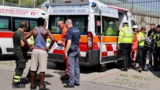 Principio d'incendio e otto intossicati: la domenica di tensione al centro immigrati di Milano