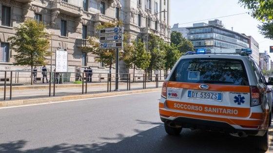 Milano, donna muore precipitando da una finestra: stava pulendo i vetri
