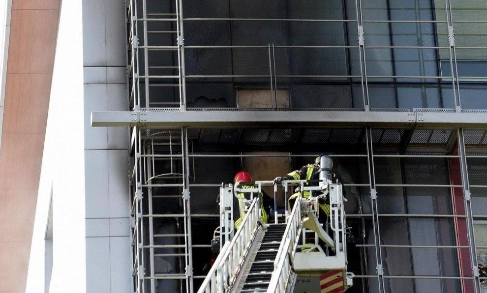 Bergamo, incendio nel reparto di psichiatria dell'ospedale: l'intervento dei pompieri